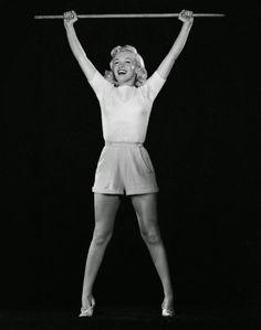 vintage everyday: Vintage Photographs of Marilyn Monroe doing Yoga in 1948