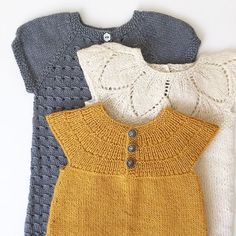 Skulle ønske hun kunne bruke disse for alltid! Knitting For Kids, Baby Knitting Patterns, Baby Patterns, Hand Knitting, Baby Girl Fashion, Kids Fashion, Crochet Baby, Knit Crochet, Knitted Baby Clothes