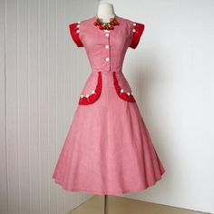 rockin red gingham BETTY MAID pin-up dress with fabulous button details. Love the colours! 1950s Outfits, 1940s Dresses, Vintage Dresses, Vintage Outfits, Pin Up Dresses, Pretty Dresses, Dress Up, Vintage Wear, Vintage Looks
