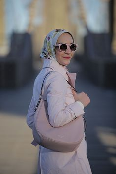 Pink Handbags for Spring - Kate Spade Cobble Hill Mylie - Ted Baker Clutch - Blush - Fashion Blogger - Spring Style - brooklyn Bridge Photos