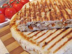 Reteta culinara Sandwich-uri la tigaie cu preparate din carne din categoria Sandvisuri. Cum sa faci Sandwich-uri la tigaie cu preparate din carne Sandwiches, Cooking Recipes, Pie, Desserts, Food, Friends, Hipster Stuff, Torte, Tailgate Desserts