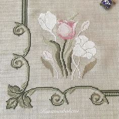 Cross Stitch Beginner, Mini Cross Stitch, Cross Stitch Alphabet, Cross Stitch Flowers, Embroidery Flowers Pattern, Hand Embroidery Designs, Modern Cross Stitch Patterns, Cross Stitch Designs, Cross Stitching