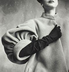 """Beauty in details: Irving Penn. Large Sleeve (Sunny Harnett), detail of a coat, New York, On view at the exhibition ""Irving Penn: Beyond…"" Irving Penn, Moda Fashion, 1950s Fashion, Vintage Fashion, Classic Fashion, Club Fashion, Street Fashion, Fashion Models, Fashion Shoes"