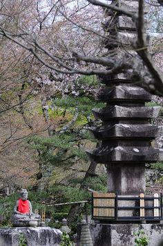 Adashino Nenbutsuji Temple | da Meg Foto Japão Outdoor Furniture, Outdoor Decor, Temple, Park, Photos, Temples, Parks, Yard Furniture, Garden Furniture
