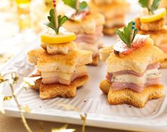Christmas finger food - Do you need a tasty snack for your Christmas party? Then you should try Lisi& spicy poinsetti - Finger Food Appetizers, Christmas Appetizers, Christmas Recipes, Christmas Snacks, Noel Christmas, Christmas Shopping, Appetizer Recipes, Christmas Ideas, Xmas Food