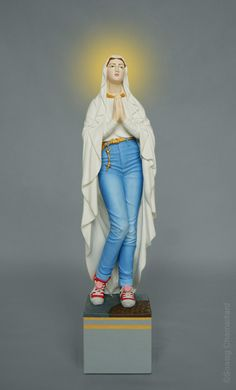 Art of Soasig Chamaillard - T'as vu la Vierge ? Religious Images, Religious Icons, Religious Art, Madonna, Sailor Moon, Virgin Mary Art, Creation Art, Jean Marie, Holy Mary