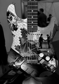 What an epic pink floyd guitar <3