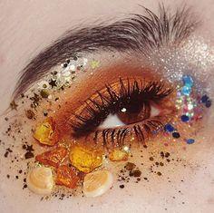 Festival eye look > orange decorative pieces > glitter > dramatic > face art Eye Makeup Art, Eye Art, Cute Makeup, Beauty Makeup, Mars Makeup, Makeup Goals, Makeup Inspo, Makeup Inspiration, Makeup Tips