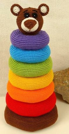 Mit Hilfe dieser Ringpyramide kann die Motorik geübt werden - Häkelanleitung via Makerist.de Crochet Game, Crochet Baby Toys, Crochet Toys Patterns, Crochet Teddy, Baby Knitting Patterns, Crochet Gifts, Cute Crochet, Crochet Animals, Knit Or Crochet
