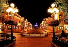 Main Street USA is so gorgeous, just like the rest of Disney Disney Parks, Walt Disney World, Disney Love, Disney Disney, Disney Nerd, Disney Stuff, Famous Castles, Disney Magic Kingdom, To Infinity And Beyond