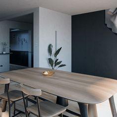 @loom.atelier • fotos e vídeo do Instagram Foto E Video, Loom, Dining Table, Instagram, Furniture, Home Decor, Atelier, Dinner Table, Decoration Home