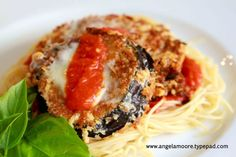 The perfect eggplant parmesan recipe.looks yummy! Best Oven, Eggplant Parmesan, Pasta, Dinner Is Served, Food Inspiration, Love Food, Crisp, Food To Make, Main Dishes
