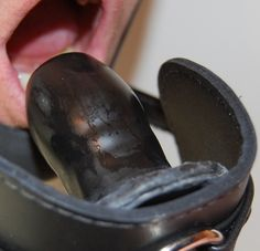 """""""The rubber plate gag"""", perfect to smother the moans during gyno examinations. Catsuit, Latex, Creative Memories, Submissive, Kinky, How To Make, Gay, Type 3, Confidence"""