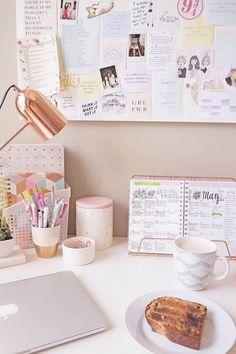 Best Workspace & Desk Organization Ideas - - desk decor for work chic Study Room Decor, Bedroom Decor, Bedroom Ideas, Study Rooms, Workspace Desk, Diy Desk, Desk Space, Office Desk, Neat Desk