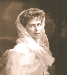 Marie of Romania Romanian Royal Family, Royal House, Edwardian Fashion, Edinburgh, Marie, Royalty, Crowns, Queen, Fictional Characters