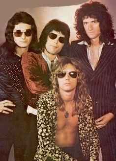 Freddie mercury was the sexiest man ever. Glam Rock, Rock Chic, John Deacon, Queen Freddie Mercury, Queen Band, Save The Queen, I Am A Queen, Queen Queen, Rock Queen