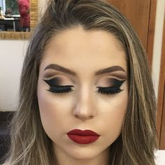 10ºPasso:Para deixar essa maquiagem ainda mais diva escolhi o batom da Bruna da linha Bruna Tavares