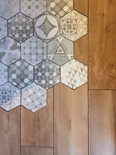 19 Flooring Transitions From Wood to Tile - fancydecors Decor, Creative Flooring, House Design, Transition Flooring, House Flooring, Home Remodeling, Home Decor, House Interior, Flooring