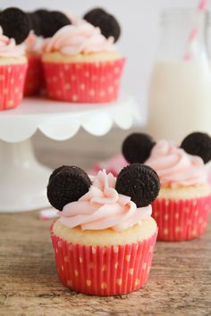 These Minnie Mouse Cupcakes are adorable and so easy to make. Perfect for a little girl's birthday party! | The Baker Upstairs