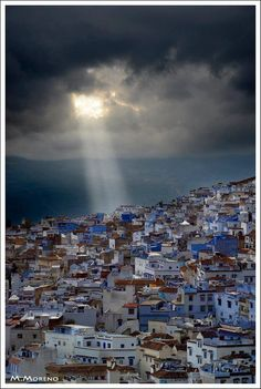 Chefchaouen, hilltown in Northern Morocco. So beautiful. IL SOLE NON SORGE, IL SOLE NON TRAMONTA.... SIAMO NOI CHE CERCHIAMO IL SOLE, OGNI GIORNO...E OGNI GIORNO LO PERDIAMO........