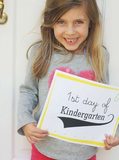 "We've got these free ""1st day of school"" printable signs for every grade! #backtoschool #printables #free"