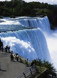 The Niagara Falls are BEAUTIFUL, but they are only 1 of MANY fun family activities to do in Buffalo! Check out the adventures that await you here.