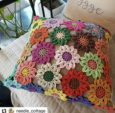 Best 35 Home Decor Ideas - Lovb Crochet Cushion Pattern, Crochet Cushion Cover, Crochet Cushions, Granny Square Crochet Pattern, Crochet Pillow, Crochet Granny, Crochet Sunflower, Crochet Mandala, Crochet Motif