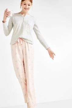 Long pyjamas including a simple long-sleeved shirt with a round neck and long bottoms with doggies print and an adjustable waistband with a tie. Sleepwear Women, Pajamas Women, Pyjamas, Lounge Wear, Parachute Pants, Harem Pants, Long Sleeve Shirts, Comfy, Blouse