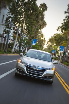 2014 Honda Accord PHEV is powered by Honda's first two-motor hybrid system, and uses a new Earth DreamsTM 2.0-liter i-VTEC 4-cylinder engine producing 137 horsepower, electric motor.