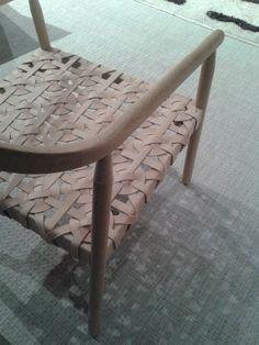 Habitare 2018 Puu ja nahka. Ne voi yhdistää niin monella tavalla. Tuoli ei ole aina vaan tuoli. Wishbone Chair, Monet, Furniture, Home Decor, Decoration Home, Room Decor, Home Furnishings, Home Interior Design, Home Decoration