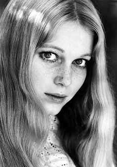 tinasinatra: Mia Farrow photographed by Don Ornitz c. 1965 - Living proof that no woman need obsess over every little freckle and spot. Mia Farrow, Classic Hollywood, Old Hollywood, Hollywood Glamour, Pretty People, Beautiful People, Beautiful Things, Divas, Portraits