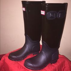 New Never Worn Authentic Hunter Boots New never worn authentic rain boots by Hunter. Great for rain and high enough you don't get nagging splash spots!  Com for Ta ble!!!!!  Size 7. Negotiable! Hunter Boots Shoes Winter & Rain Boots