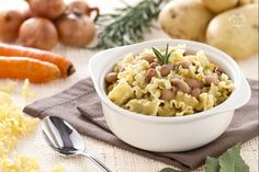 La minestra di pasta e borlotti è un piatto unico molto nutriente ed equilibrato per cui è adatto alla stagione invernale e comunque nei mesi più freddi.