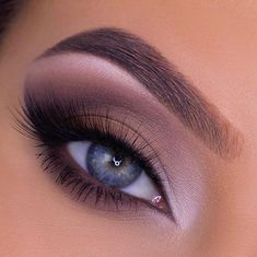Gorgeous makeup looks are passionate and unrestrained. Careful make-up every day can keep you in a positive mood. Gorgeous Makeup, Love Makeup, Makeup Inspo, Makeup Art, Beauty Makeup, Makeup Looks, Eyeshadow Makeup, Eyeliner, Eyeshadows