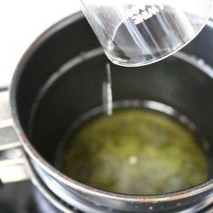 DIY Mint Julep Lip Balm Diy Lip Balm, Tinted Lip Balm, Green Tea Detox, Detox Tea, Lipstick Style, Lip Balm Containers, Spearmint Essential Oil, Lip Balm Recipes, Cinnamon Essential Oil
