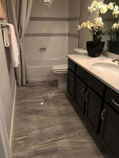 Top Small Master Bathroom Decorating Ideas - Page 7 of 37 Rustic Bathroom Vanities, Modern Bathroom, Rustic Bathrooms, Beautiful Bathrooms, Bathroom Flooring, Bathroom Wall, Bathroom Ideas, Bathroom Cabinets, Restroom Ideas