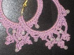 Crea e personalizza i tuoi gioielli utilizzando i coloratissimi cotoni per uncinetto. Sul Blog crochetme sono disponibili le spiegazioni per realizzare eleganti orecchini all'uncinetto rifiniti con perline.