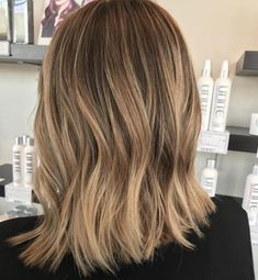 Difference Between Partial and Full Highlights? Partial vs Full Highlights: Theory, Tips and ExamplesPartial vs Full Highlights: Theory, Tips and Examples Balayage Lob, Balayage Hair Blonde, Balayage Highlights, Short Balayage, Partial Vs Full Highlights, Partial Balayage, Blonde Foils, Brown Hair With Blonde Highlights, Blonde Honey