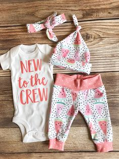 New to the Crew Watermelon Dot Newborn Outfit, baby girl outfit, watermelon, su. - neugeborene - HOME Newborn Coming Home Outfit, Baby Outfits Newborn, Newborn Fashion, Girls Coming Home Outfit, Baby Newborn, Baby Cardigan, Mini Me, Zara, Pregnant Mom