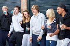 """> Nouvel article Publié dans la rubrique """"SOCIETE/SCOLARITE"""" sur www.enfant.net - Smart nomination Think different. Sur Facebook Neknomination est devenu le jeu d'alcool préféré des jeunes de 14-25 ans. Mais certains jeunes ont préféré détourner le Neknomination par Smart nomination Think different..."""