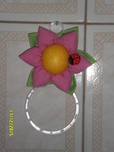 Atelier Ivania Karla: Porta pano de prato de flor com joaninha.