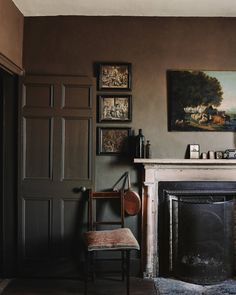 The Georgian townhouse is next to Belmont, the former home of novelist John Fowles. An oil of a pastoral scene and Hogarth engravings add decorative detail to walls in Farrow & Ball's 'Salon Drab' in the parlour/breakfast room. Townhouse Interior, Georgian Townhouse, Georgian Homes, Floor Sitting, Georgian Interiors, Tin House, The Ancient Magus Bride, Private Dining Room, House By The Sea