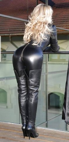 Crazy Outfits, Sexy Outfits, Black Leather Gloves, Leather Pants, Mode Latex, Botas Sexy, Thigh High Boots Heels, Leder Outfits, Shiny Leggings