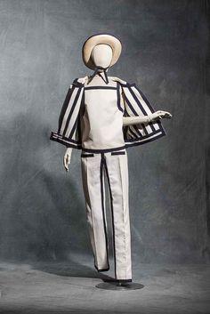 André Courrèges, trouser ensemble, Haute couture spring-summer 1965 Wool and cotton twill. Collection UFAC © Les Arts Décoratifs, Paris / photo : Jean Tholance