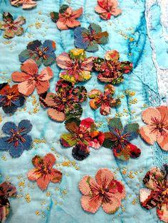 3D appliqued flowers and embroidery. 2015 exhibit, Pour l' Amour du Fil, photo by Miss T (France)