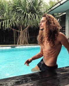 Giaro Giarratana / curly hair inspiration / men with curly hair / curly hair for men / long curly hair / long hair men / free the curls / rizos / cachos / cabelo cacheado masculino / inspiração