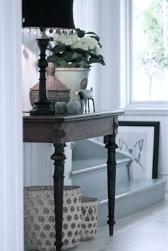 Rustic meets white, home decor Entry Hallway, Entryway Tables, Entryway Ideas, Interior Exterior, Interior Design, Under The Table, Painted Floors, Victorian Homes, Dining Room Table
