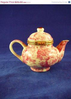 ON SALE 50% OFF Vintage Baum Brothers Teapot Trinket - Keepsake box. $12.50, via Etsy.