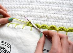 One Sheepish Girl | Adding a Crochet Edge to a Tea Towel- Tutorial ༺✿ƬⱤღ  http://www.pinterest.com/teretegui/✿༻