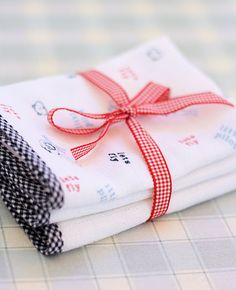 baby wrap and washcloths #tutorial #gift idea #crafts